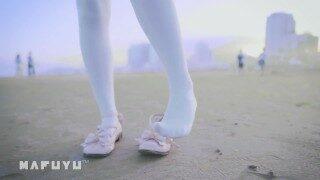 神楽坂真冬海滩泳装白丝长筒袜COSPLAY