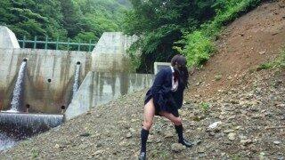 可愛い女装高校生は人気のない山奥のダムで露出して淫らに悶え射精する。